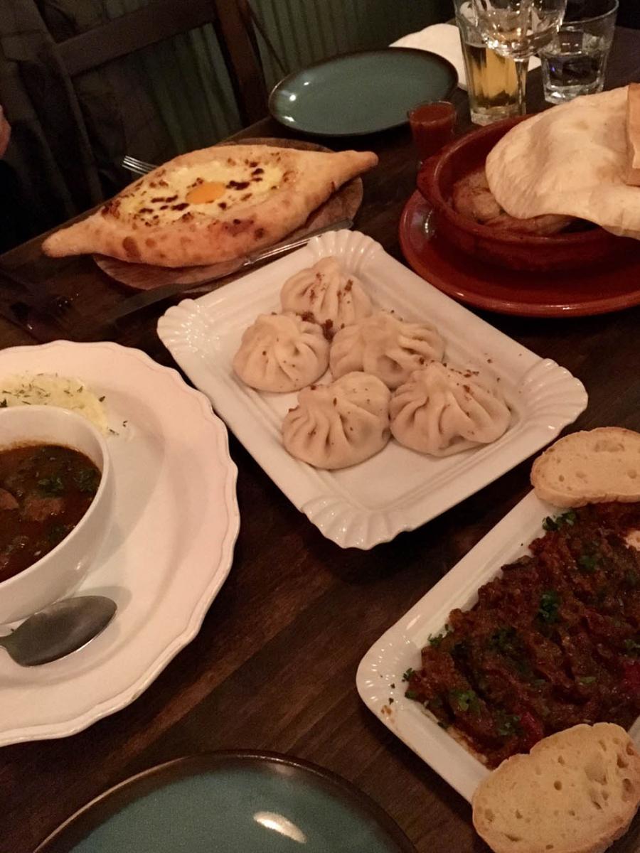 これがジョージア料理!エンジェルにあるリトル・ジョージアにて。この多国籍感に感動!
