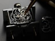 シャネル不朽の名作が30周年、カメリアの花に彩られた最新作のアリュールを紐解く