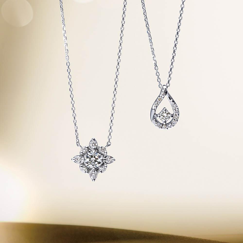 <左から>ネックレス(Pt×ダイヤモンド)¥120,000、ネックレス(Pt×ダイヤモンド)¥60,000 ※個数限定、スペシャルパッケージ付き