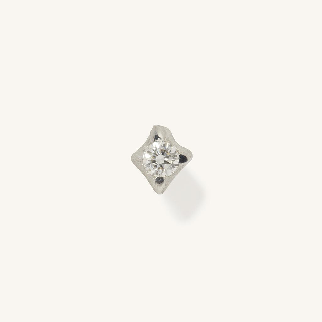 「花火」ピアス〈K18WG、ダイヤモンド〉¥74,800