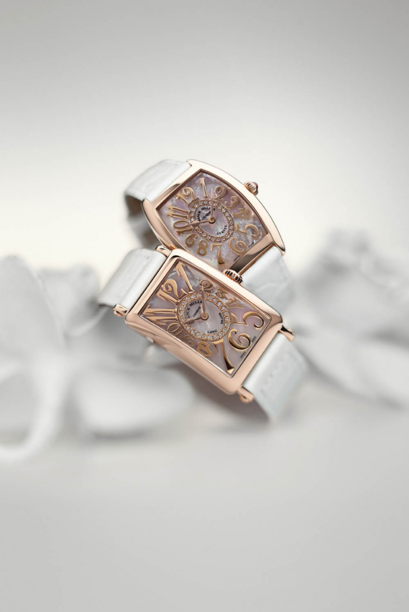 「トノウ カーベックス™ マザー オブ パール」(PG×マザーオブパール×ダイヤモンド)¥1,550,000、「ロングアイランド™ マザー オブ パール」(PG×マザーオブパール×ダイヤモンド)¥1,730,000