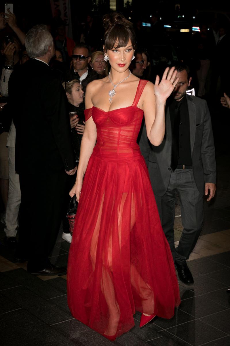 ブルガリのハイジュエリーを着用し、第71回カンヌ国際映画祭に来場したモデルのベラ・ハディッド。