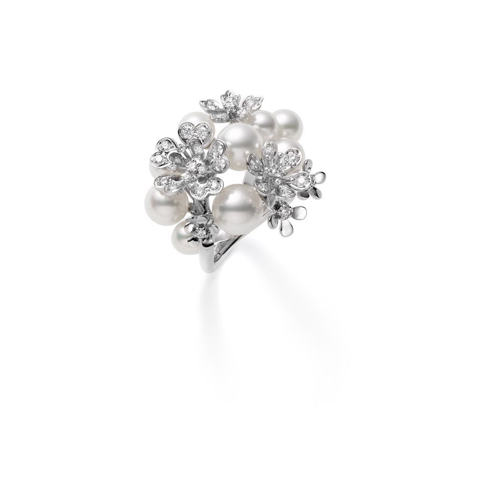 """""""ブルーム""""リング〈WGK18、アコヤ真珠、ダイヤモンド〉¥750,000"""