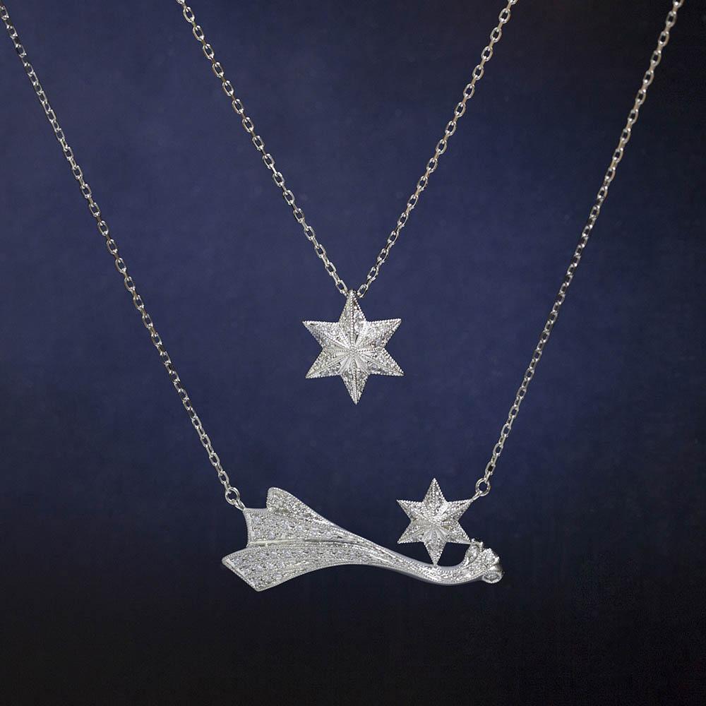 <上から>ネックレス(Pt×ダイヤモンド)¥150,000、ネックレス(Pt×ダイヤモンド)¥270,000