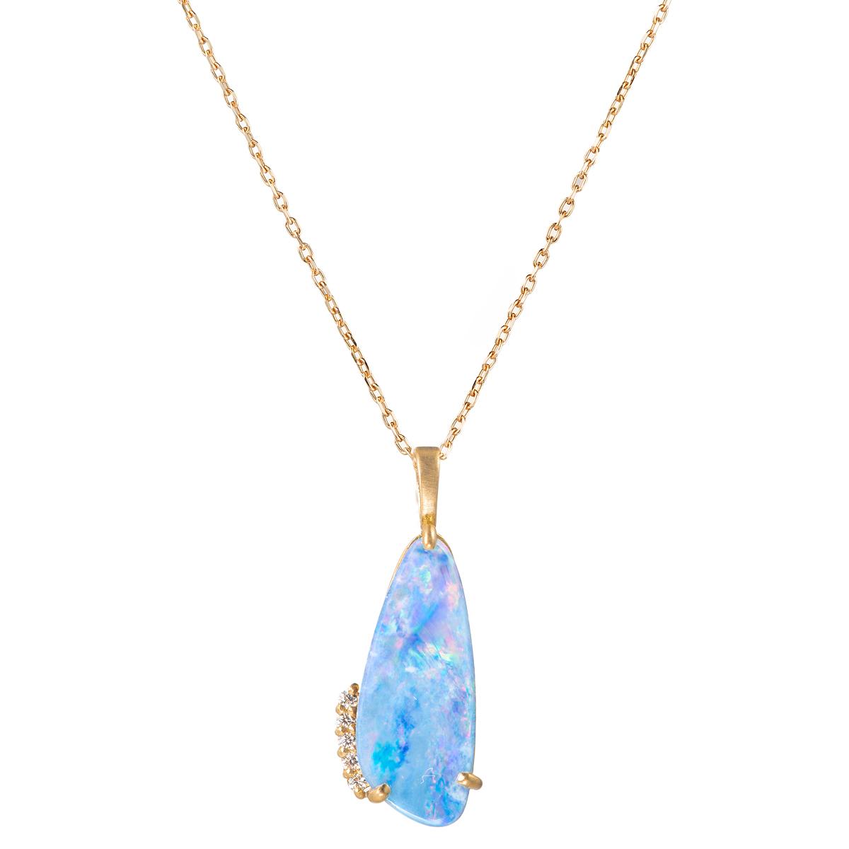 ペンダント〈18KYG、オパール、ダイヤモンド〉¥145,000