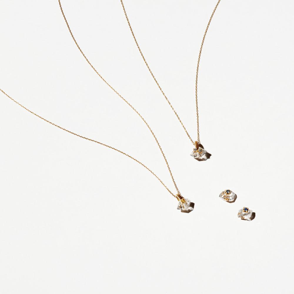 (左から)「イノセンス」ネックレス(18KYG×ハーキマーダイヤモンドクオーツ×サファイア)¥70,000・ネックレス(18KYG×ハーキマーダイヤモンドクオーツ×ダイヤモンド)¥95,000・ピアス(18KYG×ハーキマーダイヤモンドクオーツ×サファイア)¥70,000