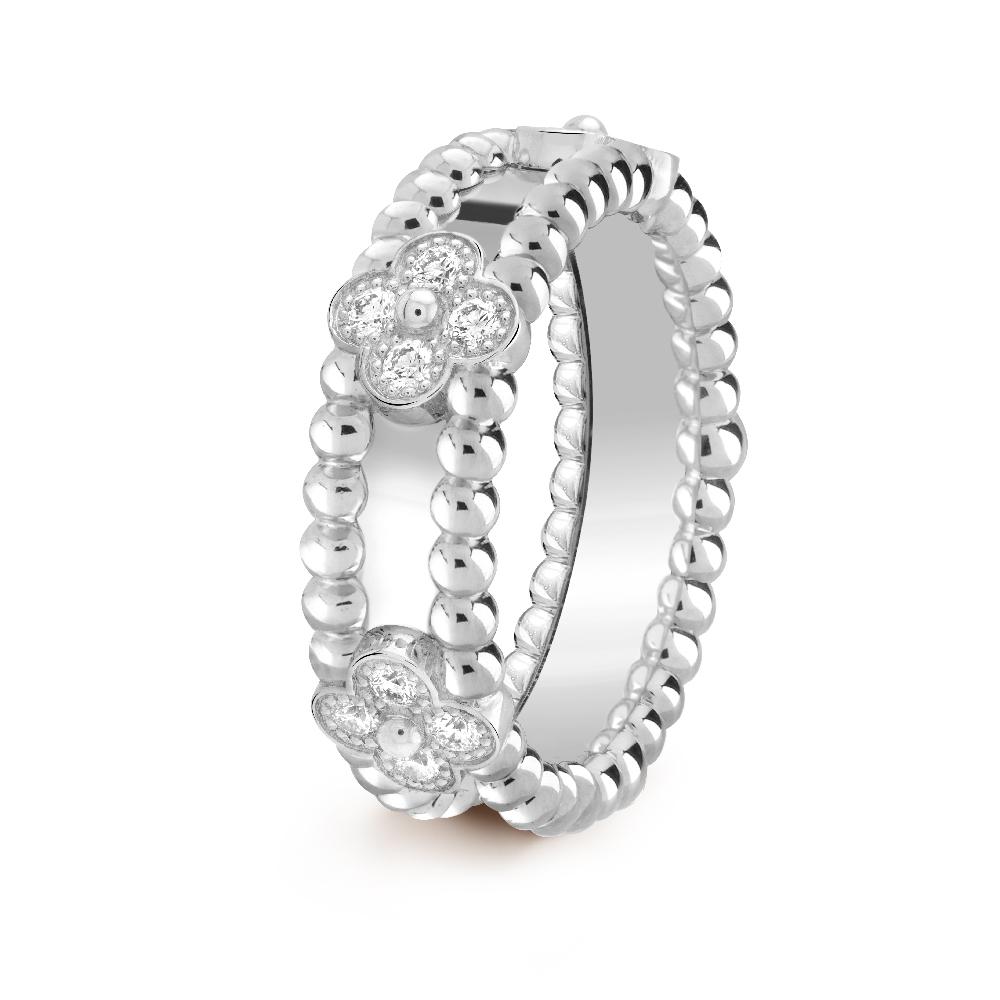 「ペルレ スウィートクローバー」リング〈WG、ダイヤモンド〉¥841,500