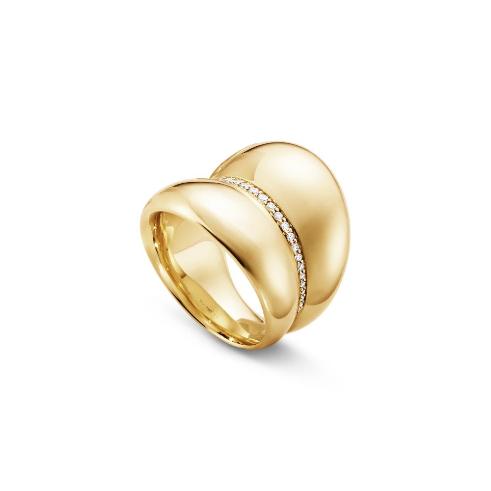 """""""カーヴ""""リング〈K18YG、ダイヤモンド〉48-58 ¥400,000、59-60 ¥470,000"""