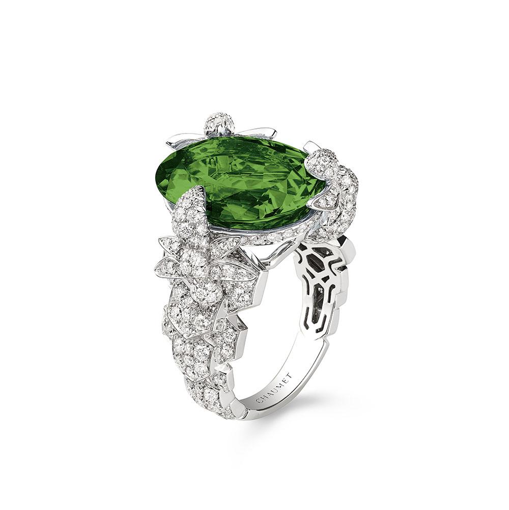 """""""ビー マイ ラブ""""エクスクイーズ リング〈WG、ダイヤモンド、グリーントルマリン〉¥4,080,000"""