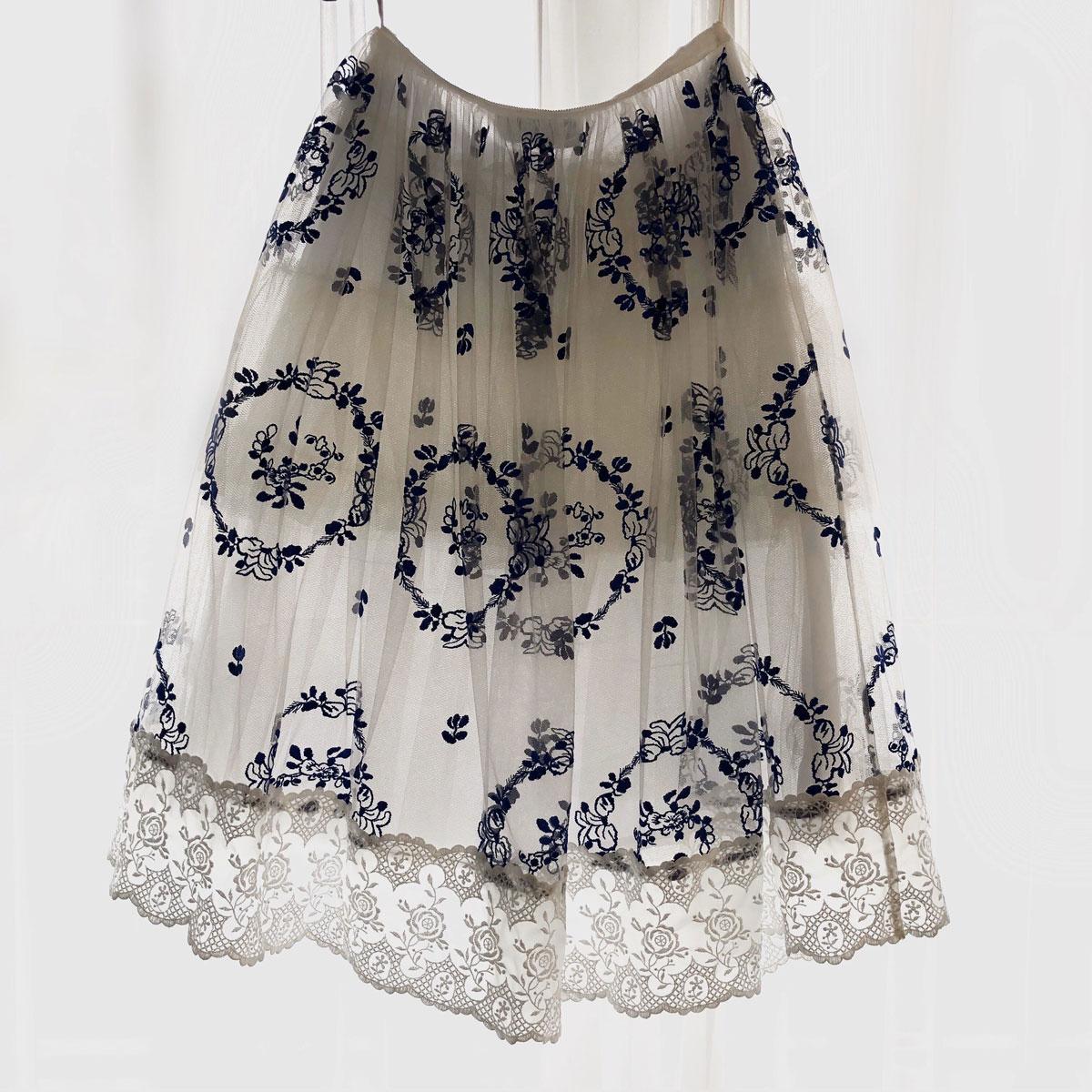 「橋本愛が最近買ったもの」シモーネ ロシャのスカート