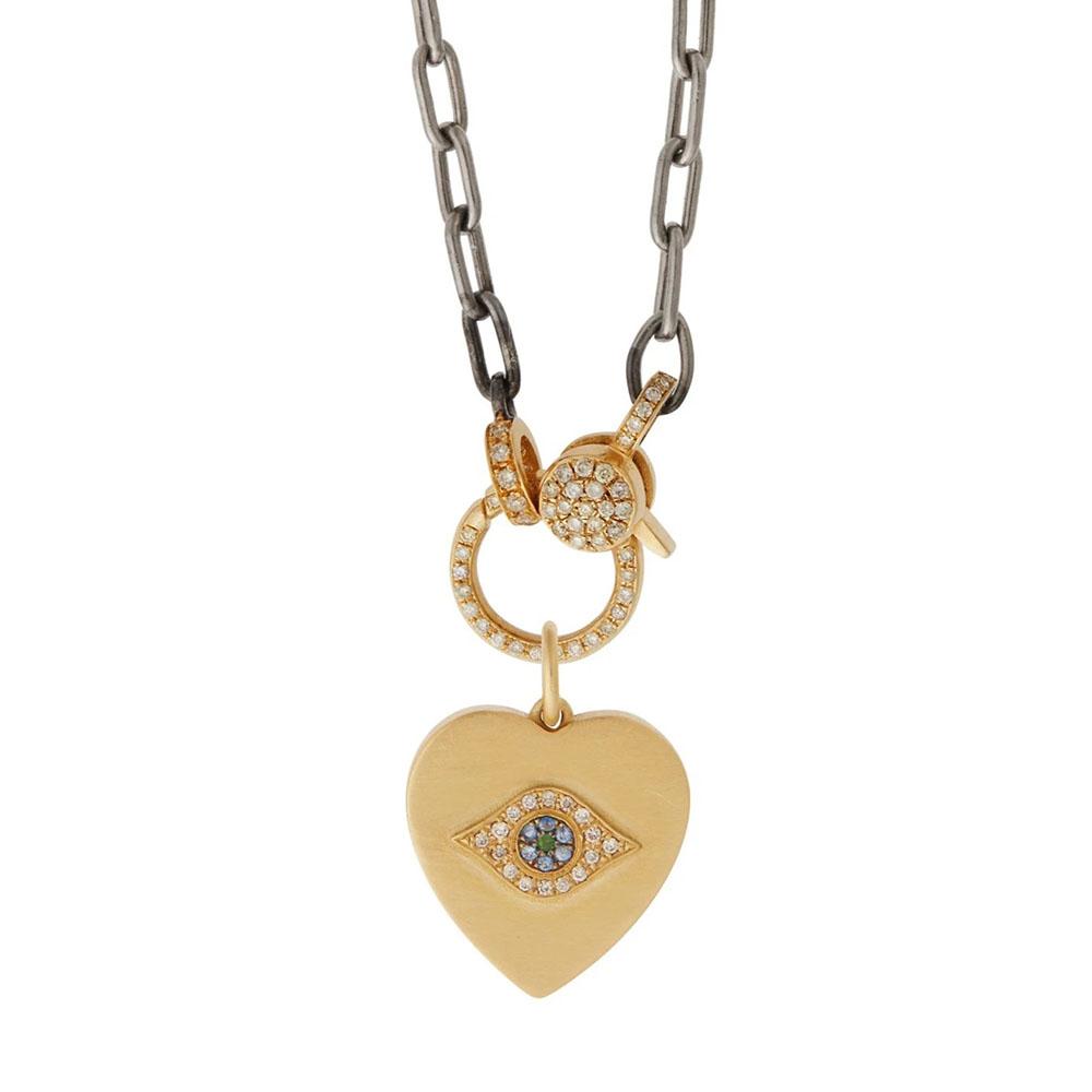 「ゴールデン・アイ」チャーム〈18KYG、ダイヤモンド、ツァボライトガーネット、ブルーサファイヤ〉¥286,000 ※チェーン別売り