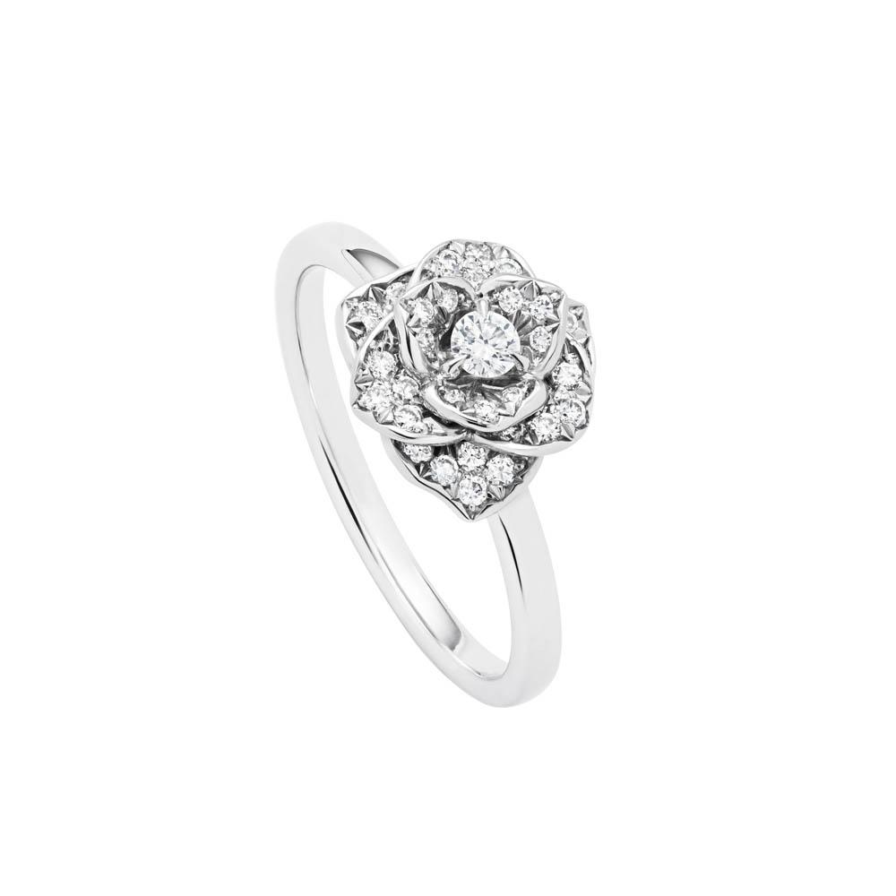 【ピアジェ】指先に光る、一輪のバラとセンターダイヤモンド