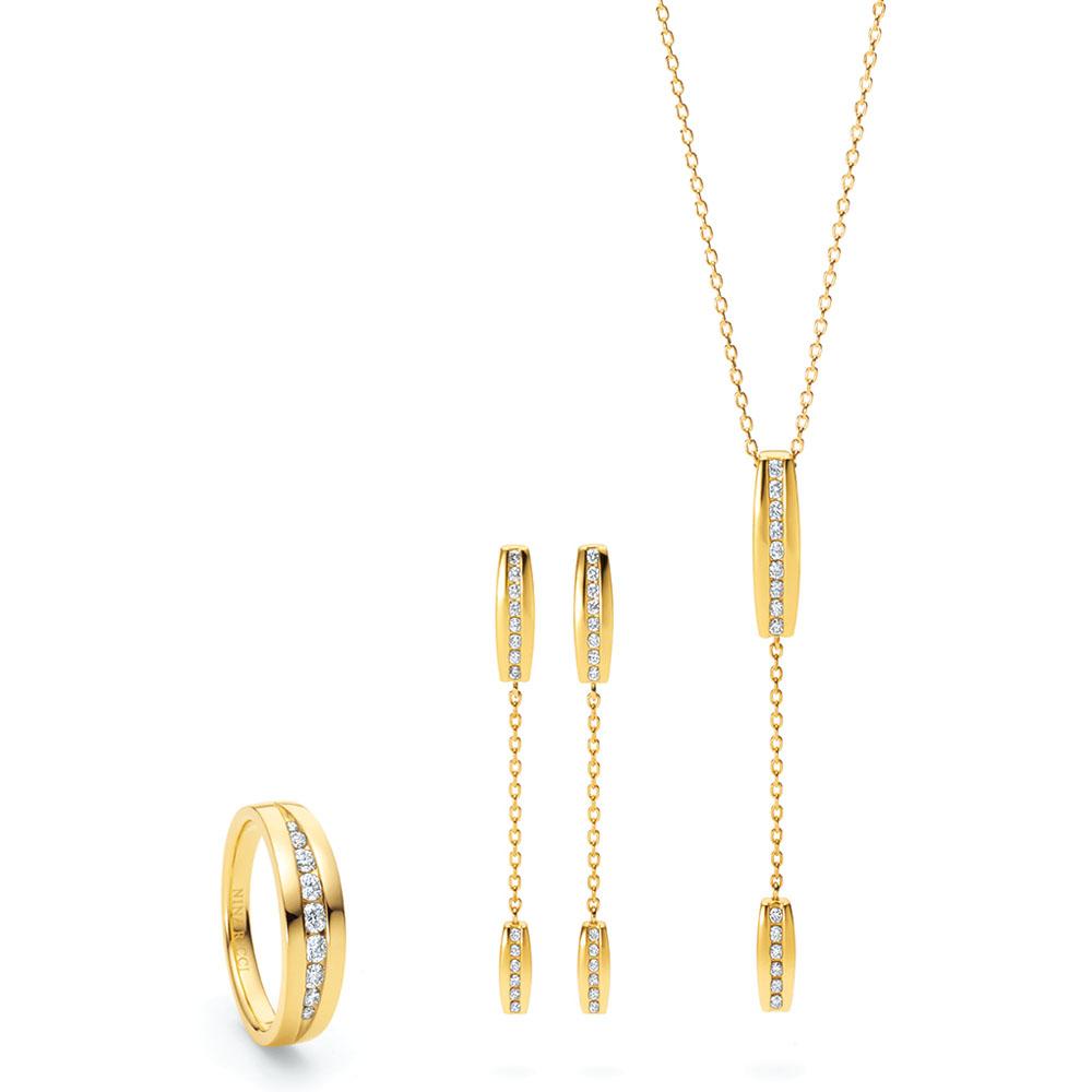 <右から>「ジュ ドゥ シルク」ネックレス(18KYG×ダイヤモンド)¥197,000、同ピアス(18KYG×ダイヤモンド)¥176,000、リング(18KYG×ダイヤモンド)¥208,000