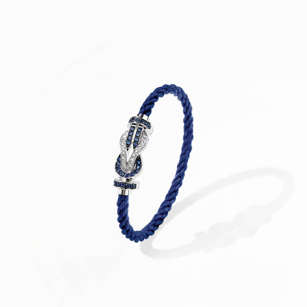 """""""8°0""""ブレスレット バックル<WG、ダイヤモンド、ブルーサファイア¥880,000、ケーブル<PET>¥37,000"""