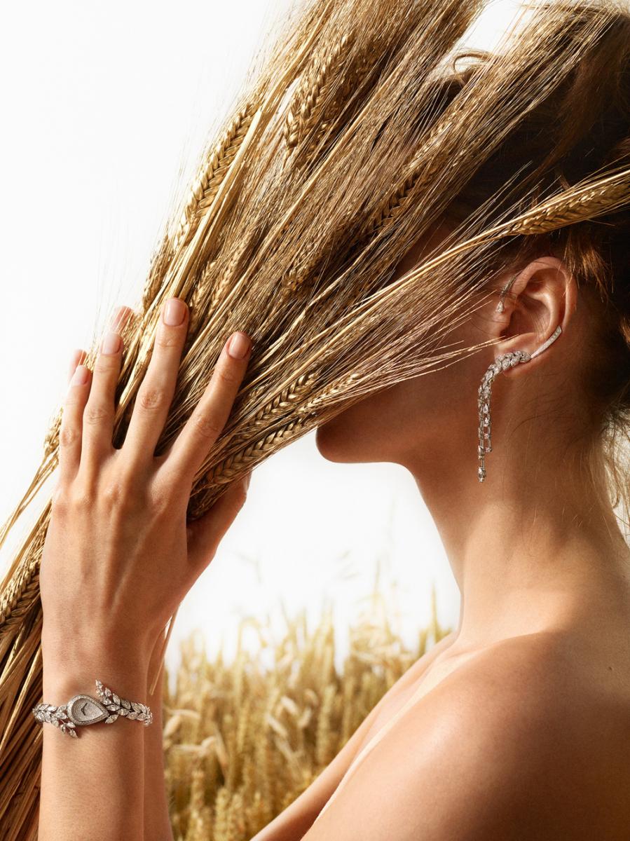 「ブラン ドゥ ディアマン」イヤリング(18KWG×ダイヤモンド 合計5.2ct)¥14,700,000、同 ウォッチ(18KWG×ダイヤモンド 合計8.4ct)¥32,900,000 ※共に参考価格