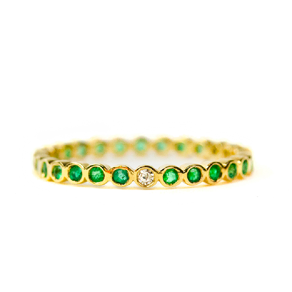 【ジャイプールジュエリーバイマサミ】連なるエメラルドに、ワンストーンのダイヤモンドがキラリ