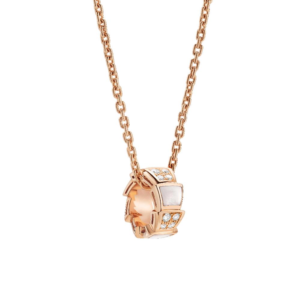 """""""セルペンティ ヴァイパー""""ネックレス〈ピンクゴールド、ダイヤモンド、マザーオブパール〉¥460,000"""