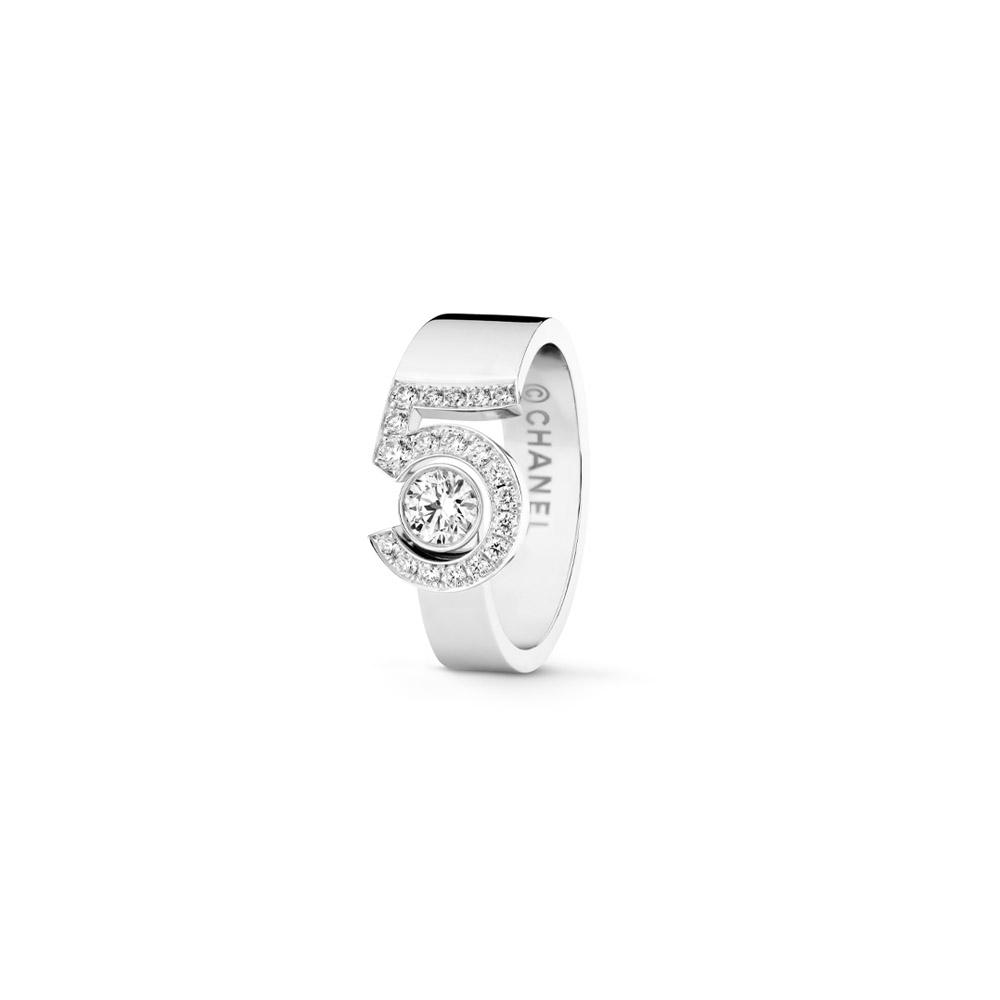 リング〈WG、ダイヤモンド〉¥885,500