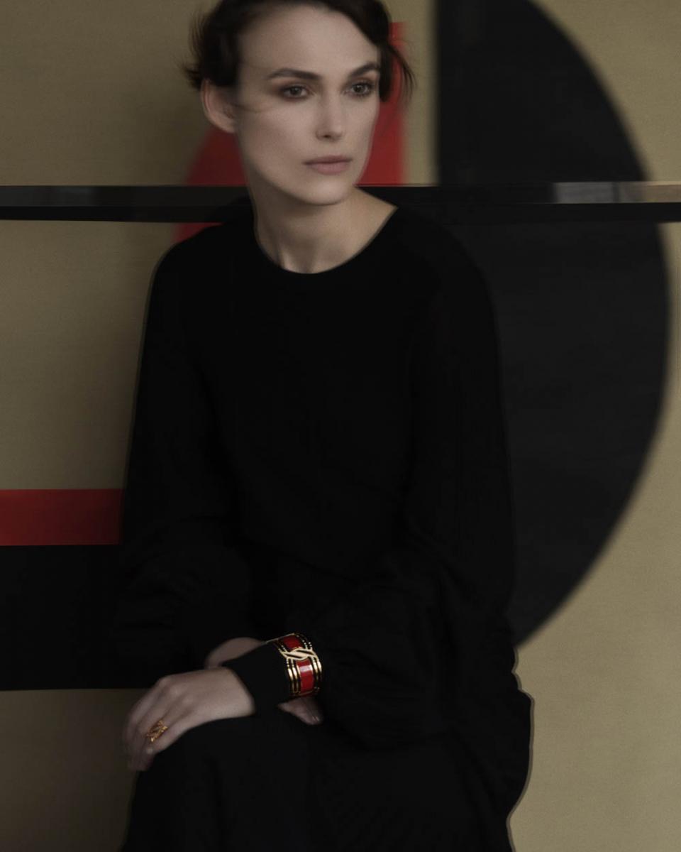 静謐なイメージポートレートは、巨匠サラ ムーンによるもの。モデルはキーラ ナイトレイ。© Chanel
