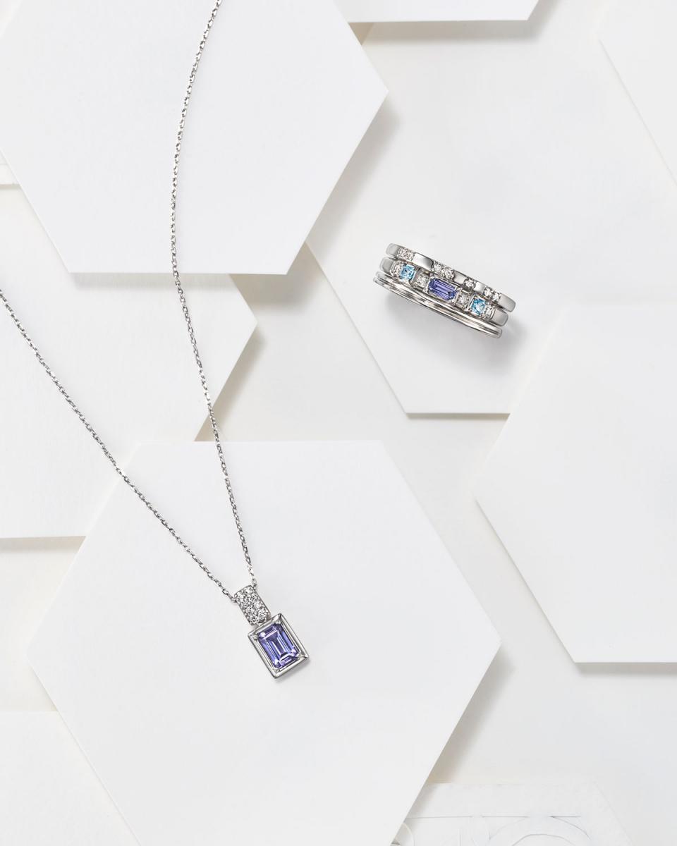 リング〈PT、タンザナイト、ブルートパーズ、ダイヤモンド〉¥149,600 ※3本セット、2020年1月10日までの期間限定オーダーアイテム・ネックレス〈PT、タンザナイト、ダイヤモンド〉¥132,000 ※2020年1月10日までのスペシャルプライス
