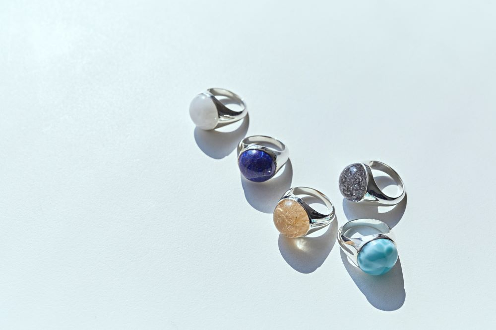 """""""シグネチャー コレクション""""リング〈シルバー、天然石〉¥42,000~¥75,000"""