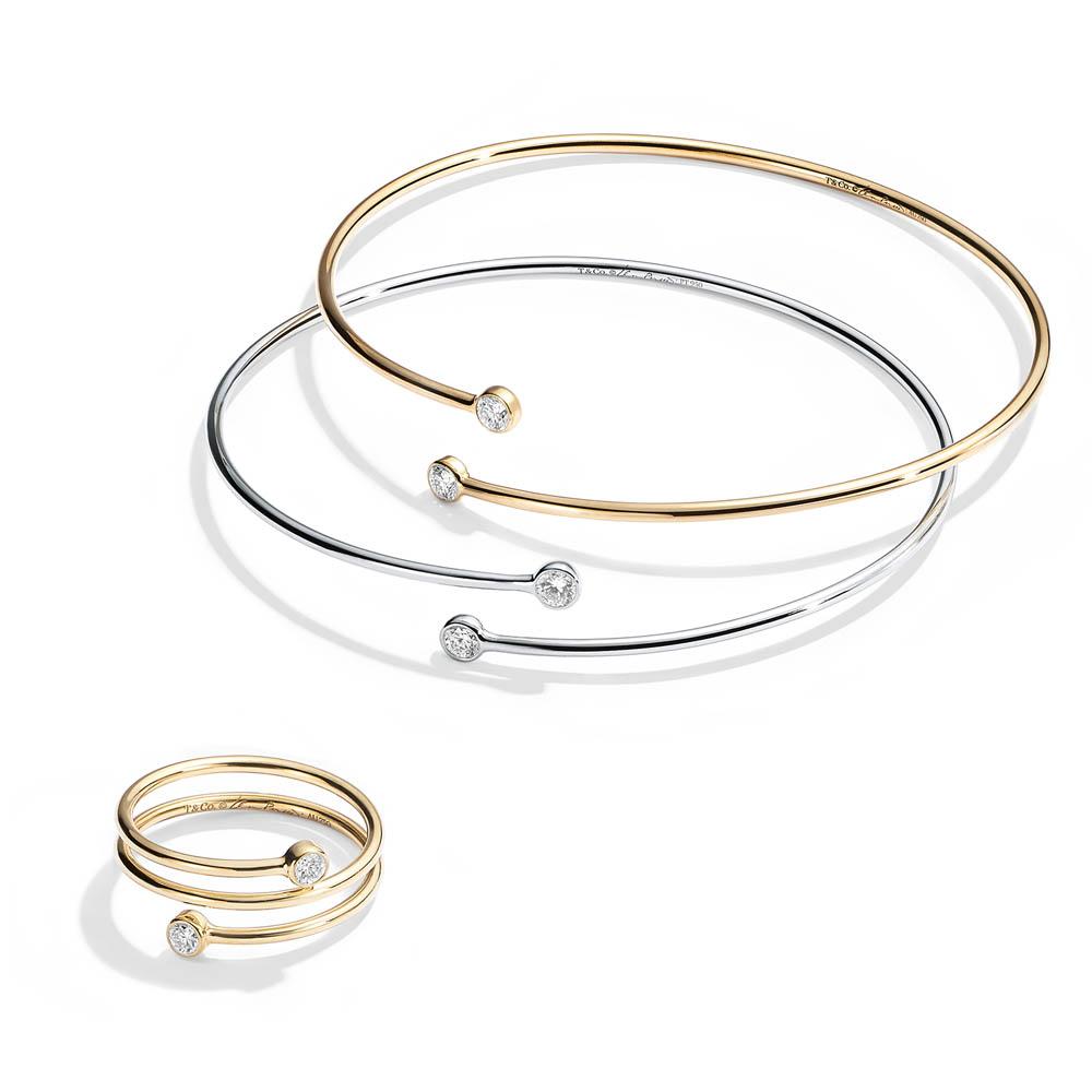 「エルサ・ペレッティ」ダイヤモンド フープ バングル(Pt×ダイヤモンド)¥220,000、(YG×ダイヤモンド)¥205,000