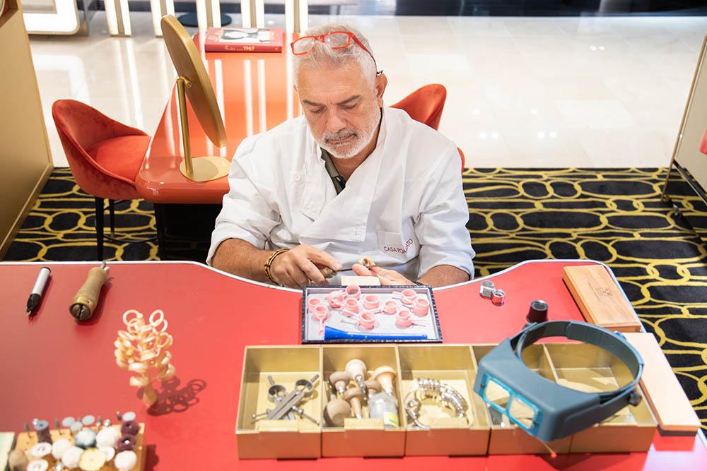 12月9日(日)まではイタリアから金細工職人が来日し、デモンストレーションを開催。