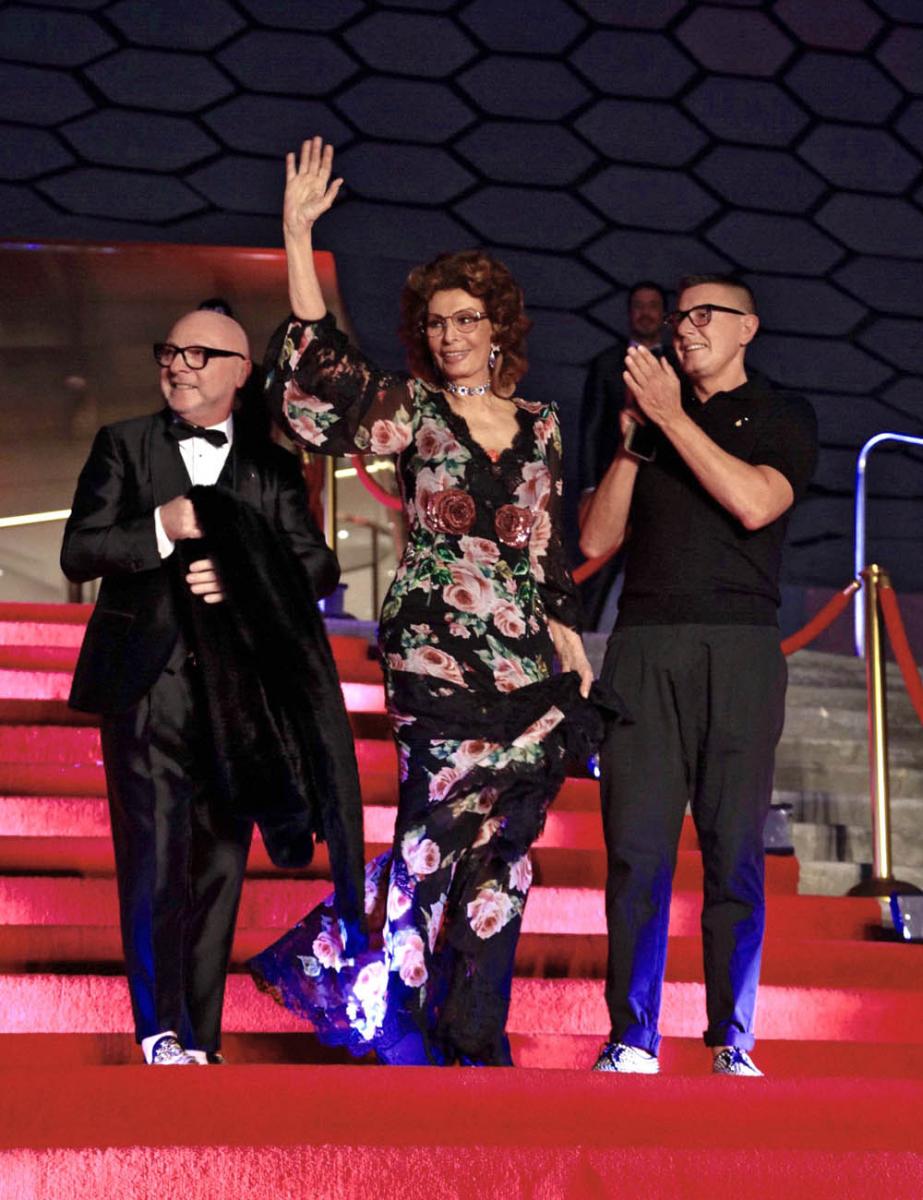 メキシコにて開催されたアルタ モーダのショーでは、ソフィア・ローレンがゲストとして来場。Photo courtesy of brand