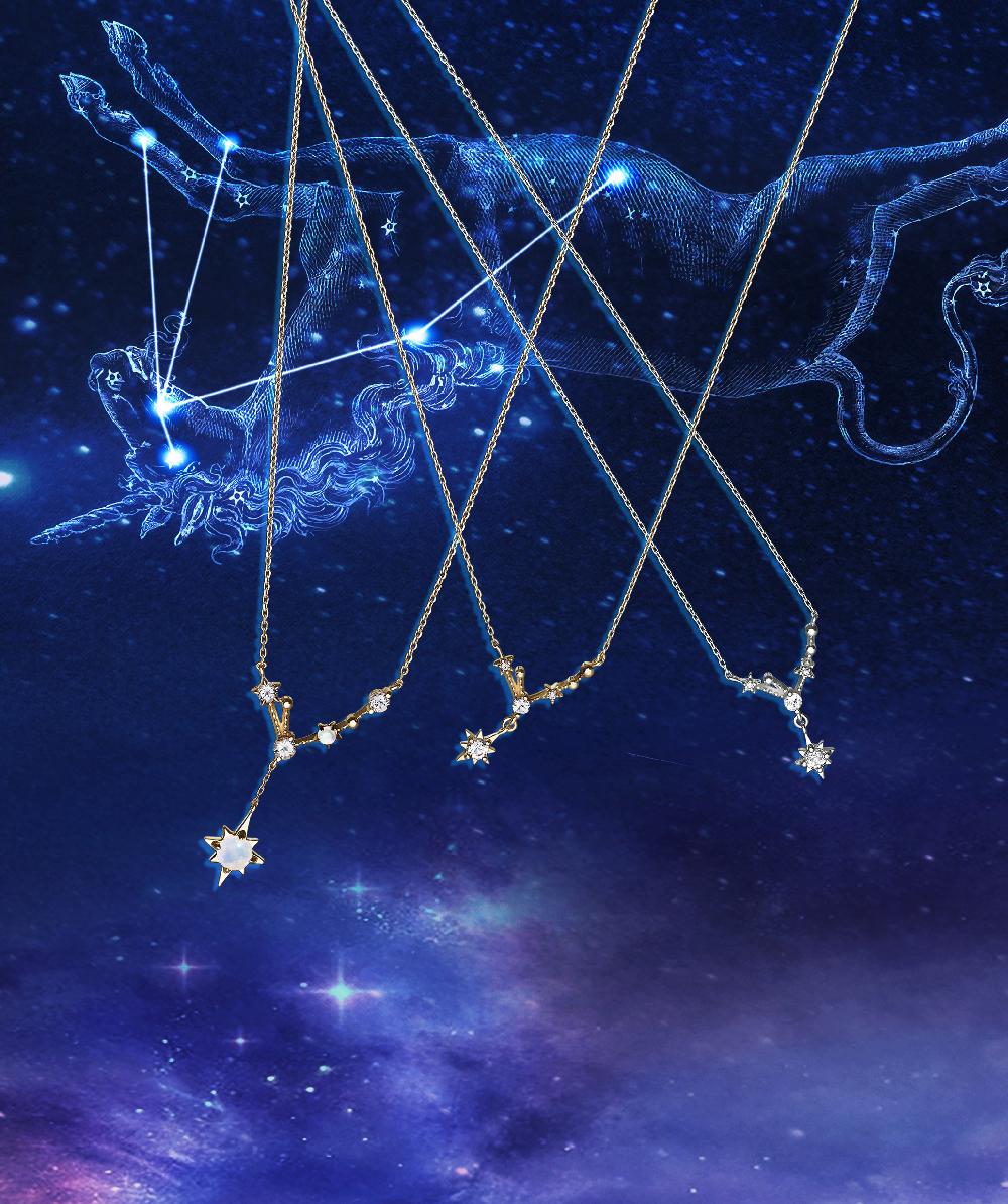 """(ネックレス左から)""""コンスタレーション"""" ネックレス<K10PPG、オパール、ホワイトトパ—ズ>¥37,000、同ネックレス<K10PPG、ダイヤモンド、ホワイトトパーズ>¥26,000、同ネックレス<K10WG、ダイヤモンド、ホワイトトパーズ>¥27,000"""