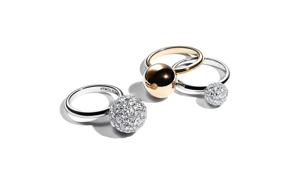 (左から)ボールリング(18KWG×ダイヤモンド)¥1,270,000、(K18YG)¥163,000(18KWG×ダイヤモンド)¥565,000