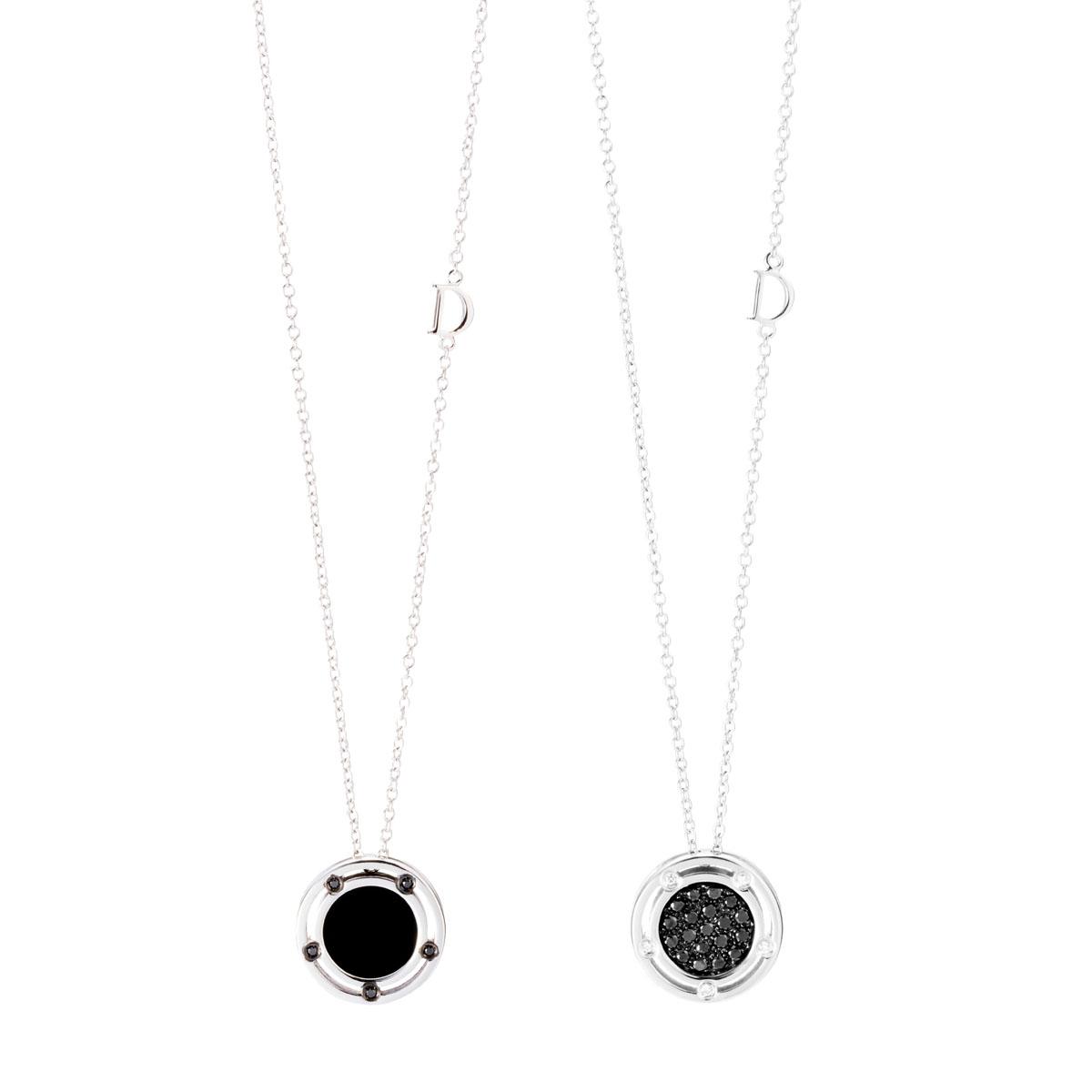 """""""ディ・サイド"""" ネックレス〈WG、ダイヤモンド、ブラックダイヤモンド、オニキス〉¥194,000、同ネックレス〈WG、ダイヤモンド、ブラックダイヤモンド〉¥237,700"""