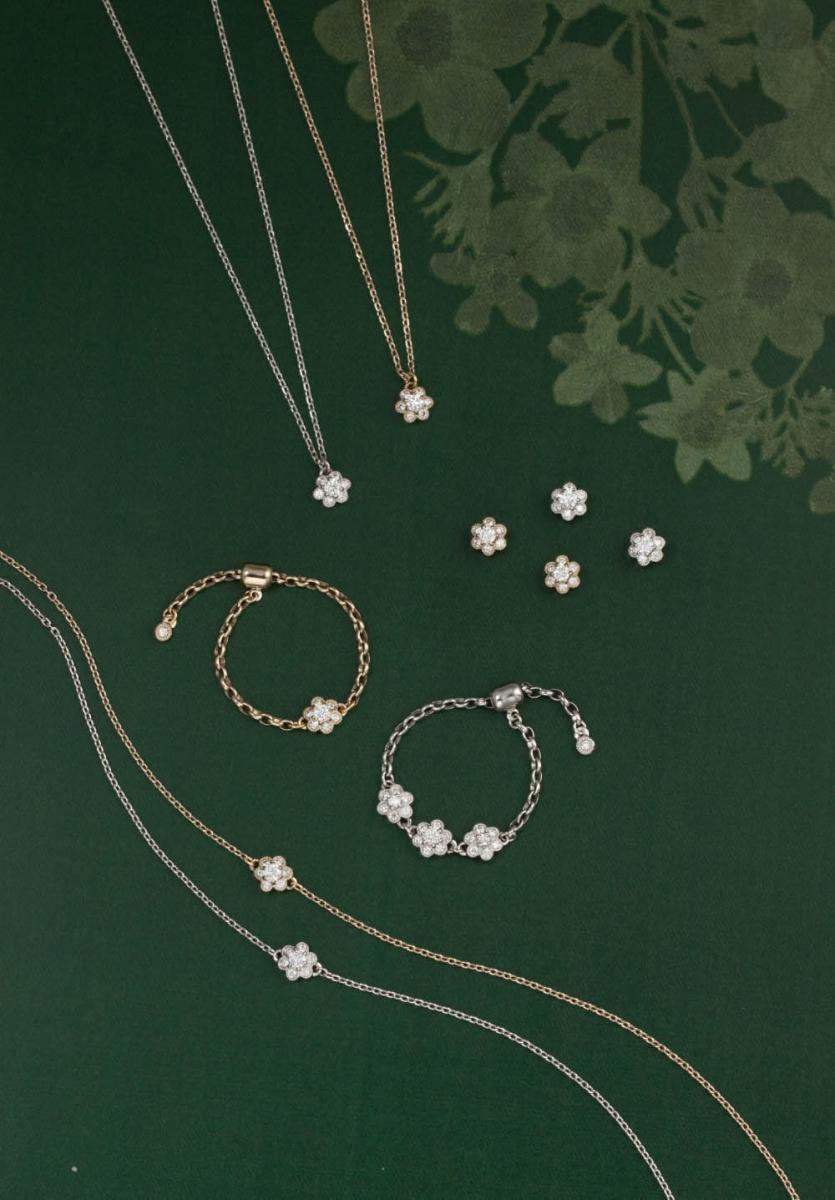 (上から)ネックレス(18Kシャンパンゴールド×ダイヤモンド¥70,000、ネックレス(Pt×ダイヤモンド)¥90,000、ピアス(Pt×ダイヤモンド)¥105,000・ピアス(18Kシャンパンゴールド×ダイヤモンド)¥92,000、チェーンリング(18Kシャンパンゴールド×ダイヤモンド)¥62,000、チェーンリング(Pt×ダイヤモンド)¥135,000、ブレスレット(18Kシャンパンゴールド×ダイヤモンド) ¥70,000、ブレスレット(Pt×ダイヤモンド)¥87,000