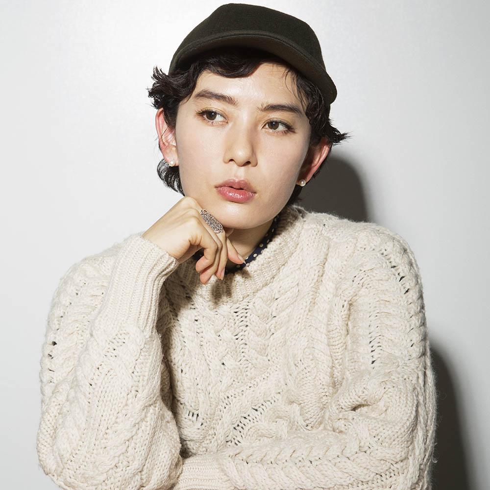 ボーイッシュな顔立ちが魅力的な白澤さん。アラベスク模様のリングは、LAのヴィンテージマーケット、ア カレント アフェアが日本で開催していたポップアップストアで購入したもの。