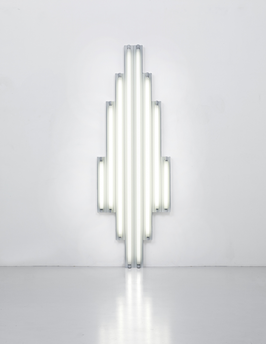 """MOUMENT"" fOR V. TATLIN 1970 Set of 8 white fluorescent tubes. Courtesy Fondation Louis Vuitton ○CADAGP,Paris 2017"