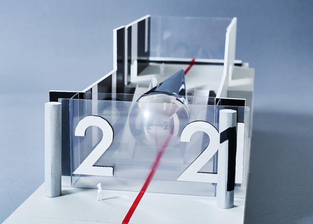 DESIGNART FEATUREとしてエイベックス本社ビルに展示される、藤元明と永山祐子によるインスタレーション「2021#Tokyo Scope」の作品展示模型。