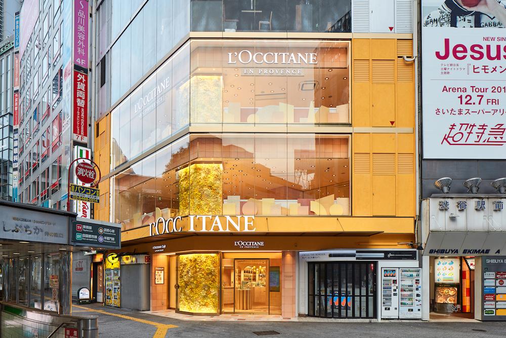 渋谷の名所、スクランブル交差点に面したランドマーク的ショップ、ロクシタン渋谷店 ブーケ・ド・プロヴァンス