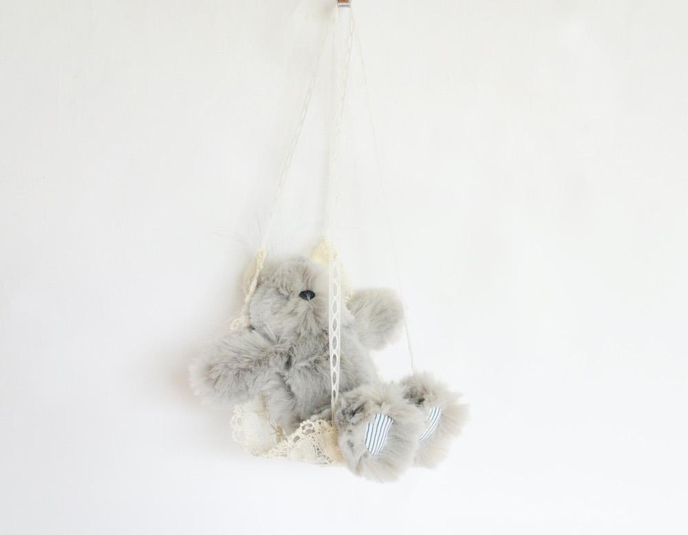 ハンモックつきなのでいろいろなところにかけられて便利。アカネ ウツノミヤ「KICHIKICHI」(グレー)Sサイズ  ¥14,300