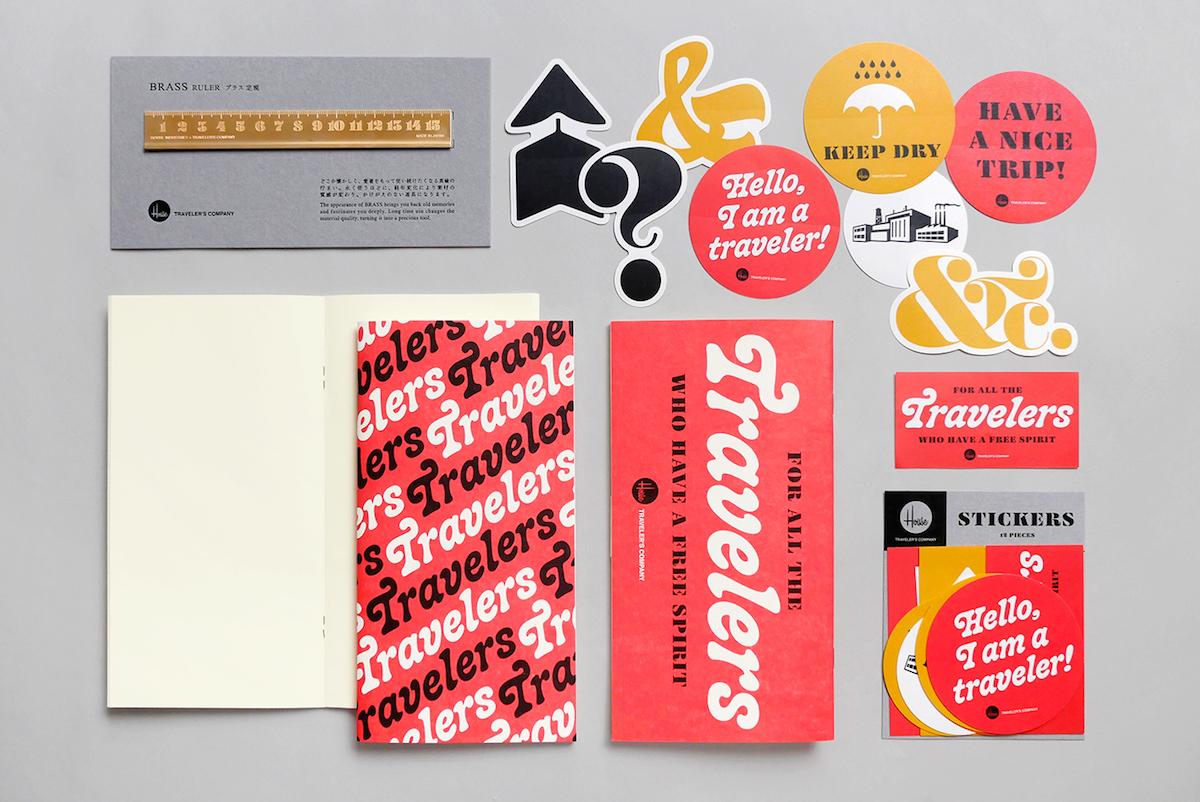 「House Industries × TRAVELER'S FACTORY」(左上から時計回りに)ブラス定規 ¥1,400、ステッカーセット ¥700、トラベラーズノート リフィル ¥600(すべて税抜)