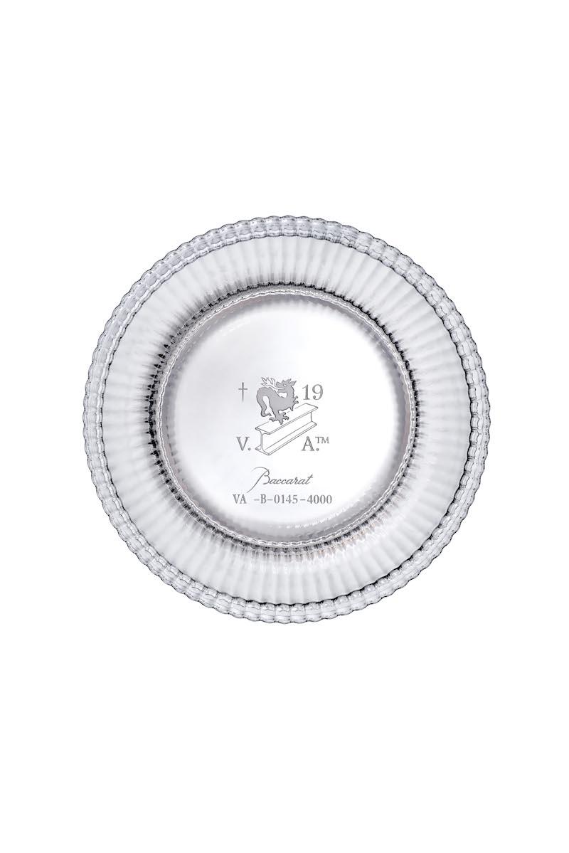 グラス底面にはヴァージルのブランドロゴ、および限定ナンバー刻印入り。