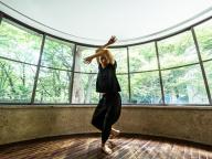 気鋭のダンサー、小㞍健太が原美術館に登場! 身体で語る「セルフポートレイト」