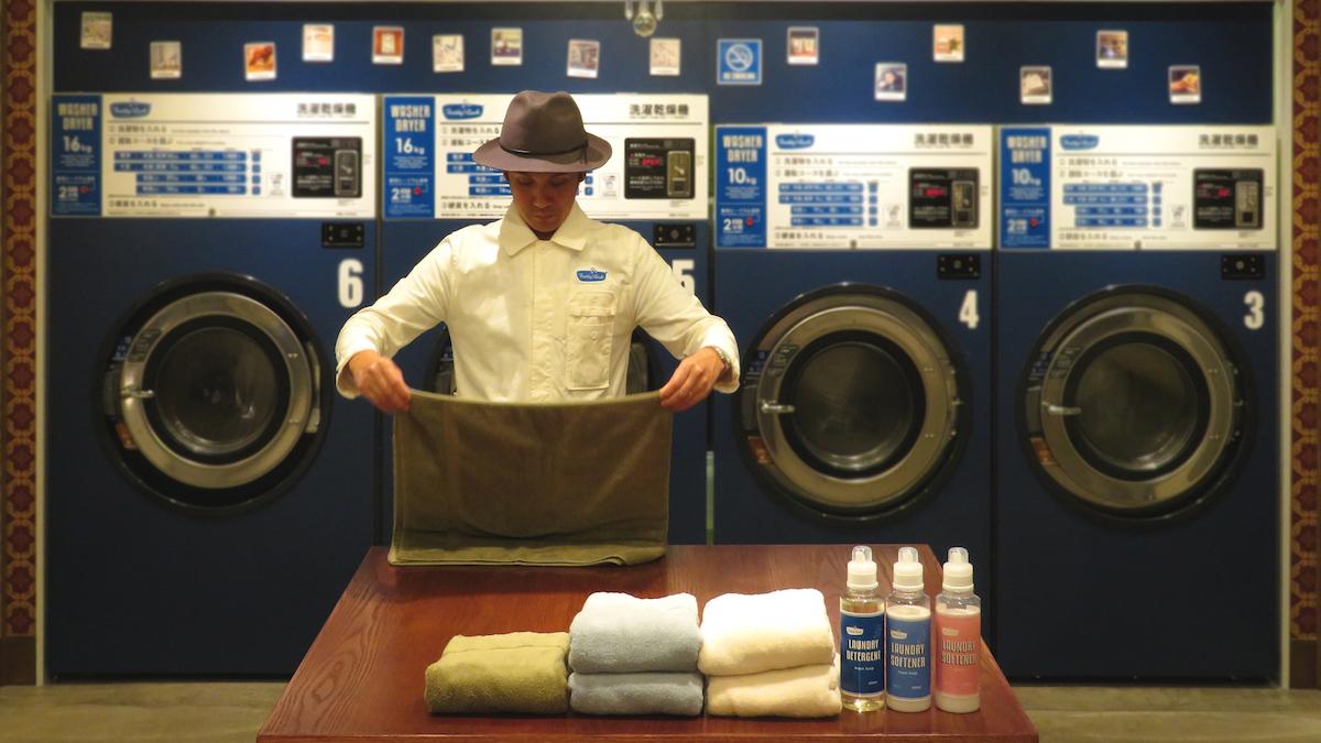 フレディ レック・ウォッシュサロン トーキョーのプロデューサー、松延友記氏。サロンでは洗濯代行サービスやクリーニング、物販やワークショップなどさまざまなコンテンツを用意している。