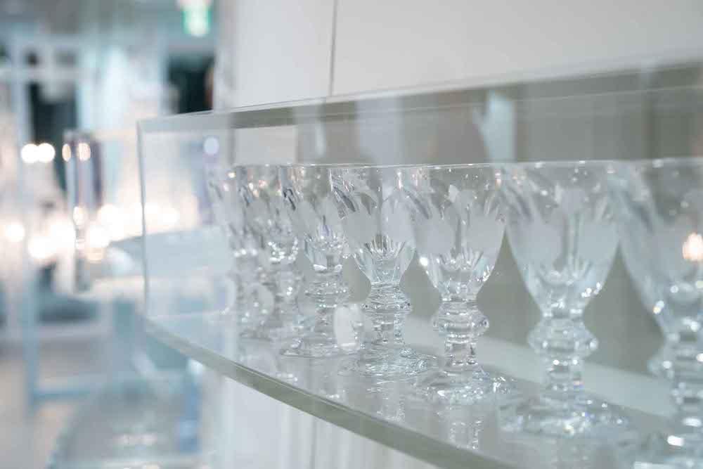 美しく並ぶ特別な「アルクール グラス」各¥46,000