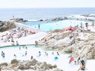 超大判カメラで捉えたビーチの姿に圧倒される! マッシモ・ヴィターリの日本初個展が開催