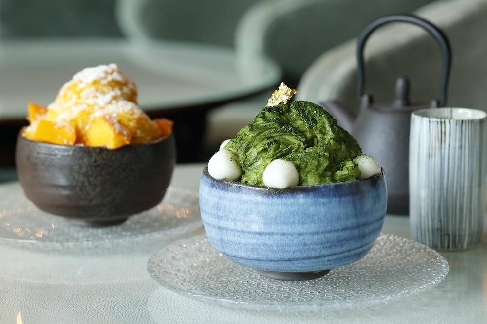 左から「マンゴ&ココナッツのシェーブアイスとヨーグルトクリーム」と「抹茶&あずきのシェーブアイスと白玉」各¥1,500