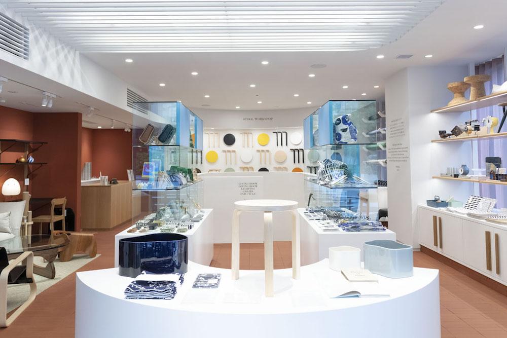 1階にはアルテックの小物やテキスタイルなどのほか、アルテックが共感するフィンランドや日本のブランドによるファッション小物なども置かれている。