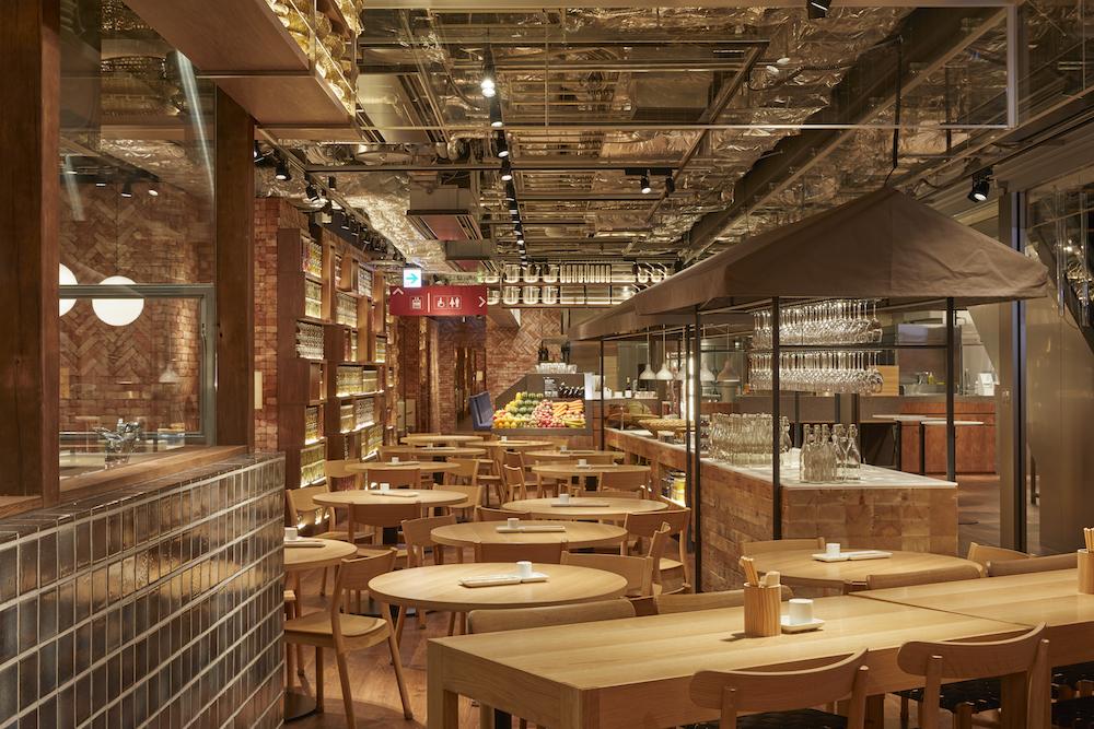 地下1階の「MUJI Diner」。朝食 7:30〜11:00/昼食 11:00〜14:00/カフェ 14:00〜17:00/夕食 17:00〜22:00(L.O.21:30)