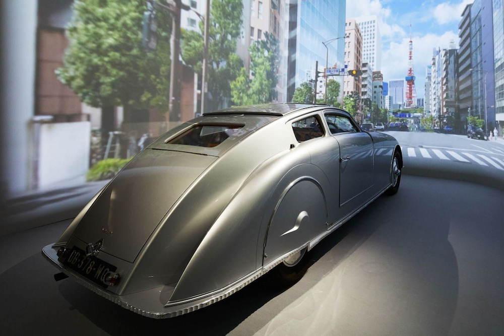 1920年代のフランスの自動車ヴォワザンも登場。