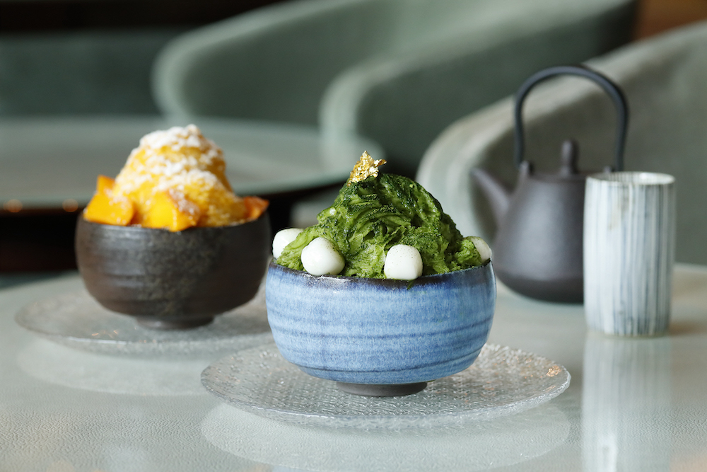 左から「マンゴ&ココナッツのシェーブアイスとヨーグルトクリーム」「抹茶&あずきのシェーブアイスと白玉」各 ¥2,000