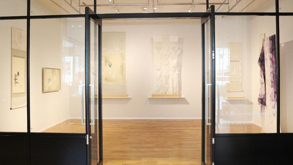ミヤケマイの作品とオロール・ティブーの作品が混在する空間。繊細な作品たちがそれぞれに与える影響も感じ取って。