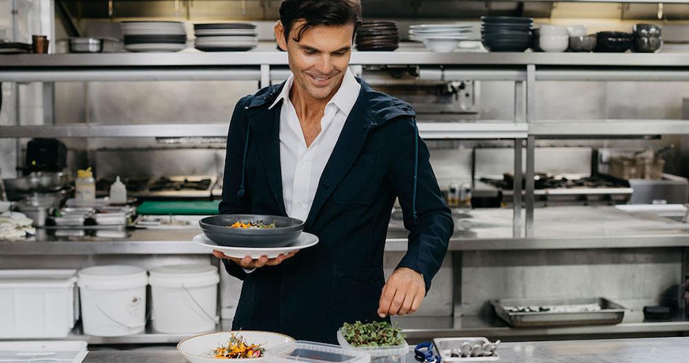 マシュー・ケニー・キュイジーヌのCEOであり、菜食を中心としたハイエンドな食のシーンを牽引するマシュー・ケニー